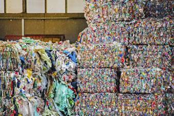 Entreprise de recyclage des bouteilles en plastique - Machine pour recycler le plastique ...